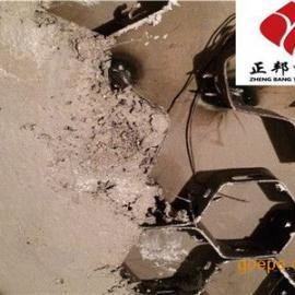 耐磨涂料采用人工或机械方式涂抹在设备上