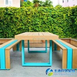 广东阳台实木休闲桌椅图片