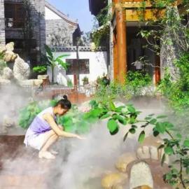 西安休闲山庄喷雾降温给游客带来一丝凉爽