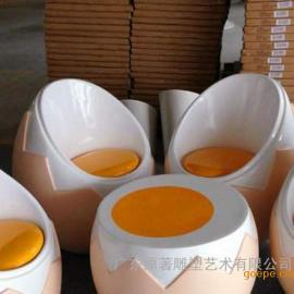 东莞原著雕塑厂家供应玻璃钢鸡蛋座椅雕塑 商场主题雕塑摆件