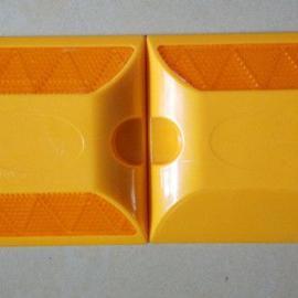 国标双面塑料道钉 公路突起路标 反光标诱导标志