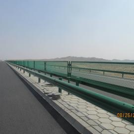 直销菱形孔钢板网护栏 高速公路防眩网厂家
