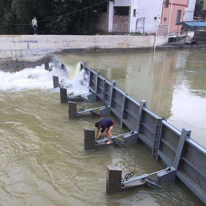 水力自控翻板闸门是利用水力和闸门重量相互制衡