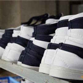 东莞防静电鞋生产厂家简述选购防静电鞋的方法