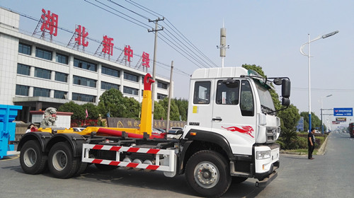 30吨勾臂垃圾车