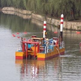 江苏无锡河道绞吸式清淤船施工操作过程