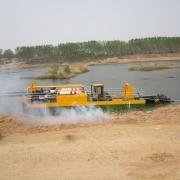 城市河道小型全液压操纵清淤船施工现场