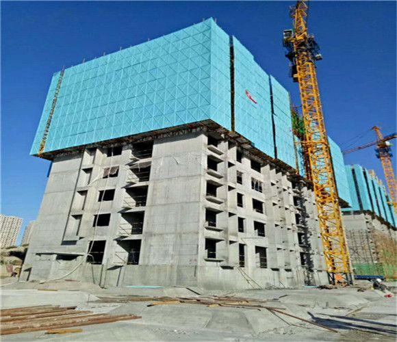 建筑外架钢板网|建筑爬架防护网片|脚手架防护网|冲孔爬架网片也叫脚手架安全金属防护网,是现在建筑高层专用的一种安全防护网, 材质:镀铝锌板、镀锌板;厚度,0.4----0.8mm 网孔:6孔*5距、5孔*5距、8孔*4距的网孔 边框:角铁、钢管、20*20*(1.0---2.0)mm,厚度根据需要定做; 尺寸:板宽1m,1.