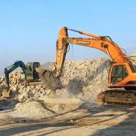 移动破碎挖斗,挖机鄂式破碎机―破碎建筑垃圾