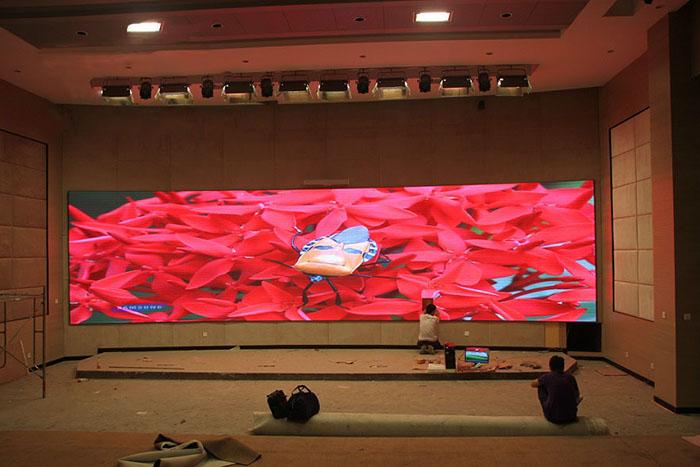 酒店P4高清全彩LED电子屏安装方案