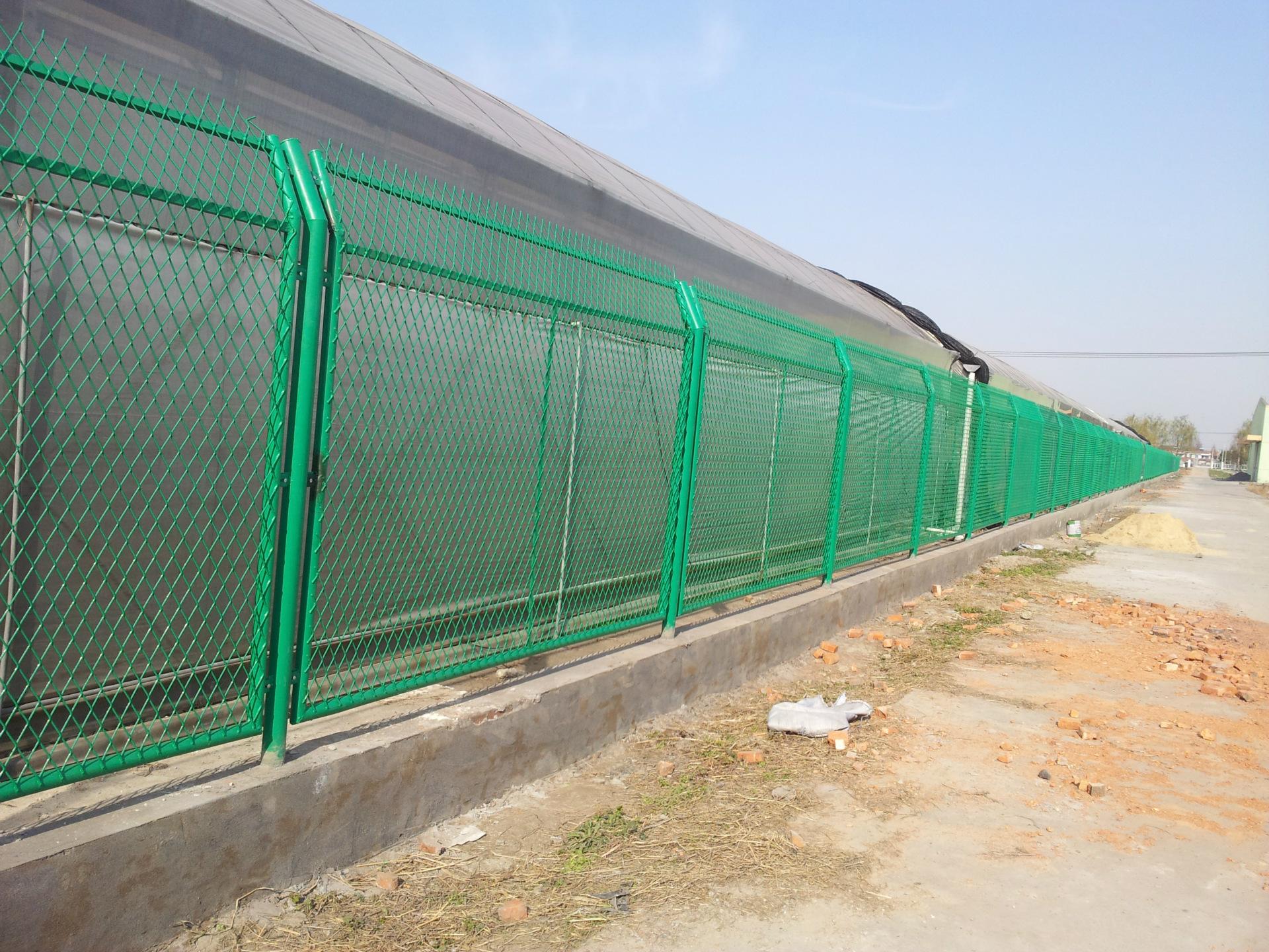 【防撞波形镀锌护栏板厂 定西镀锌护栏板厂家 鲁冠护... -搜了网