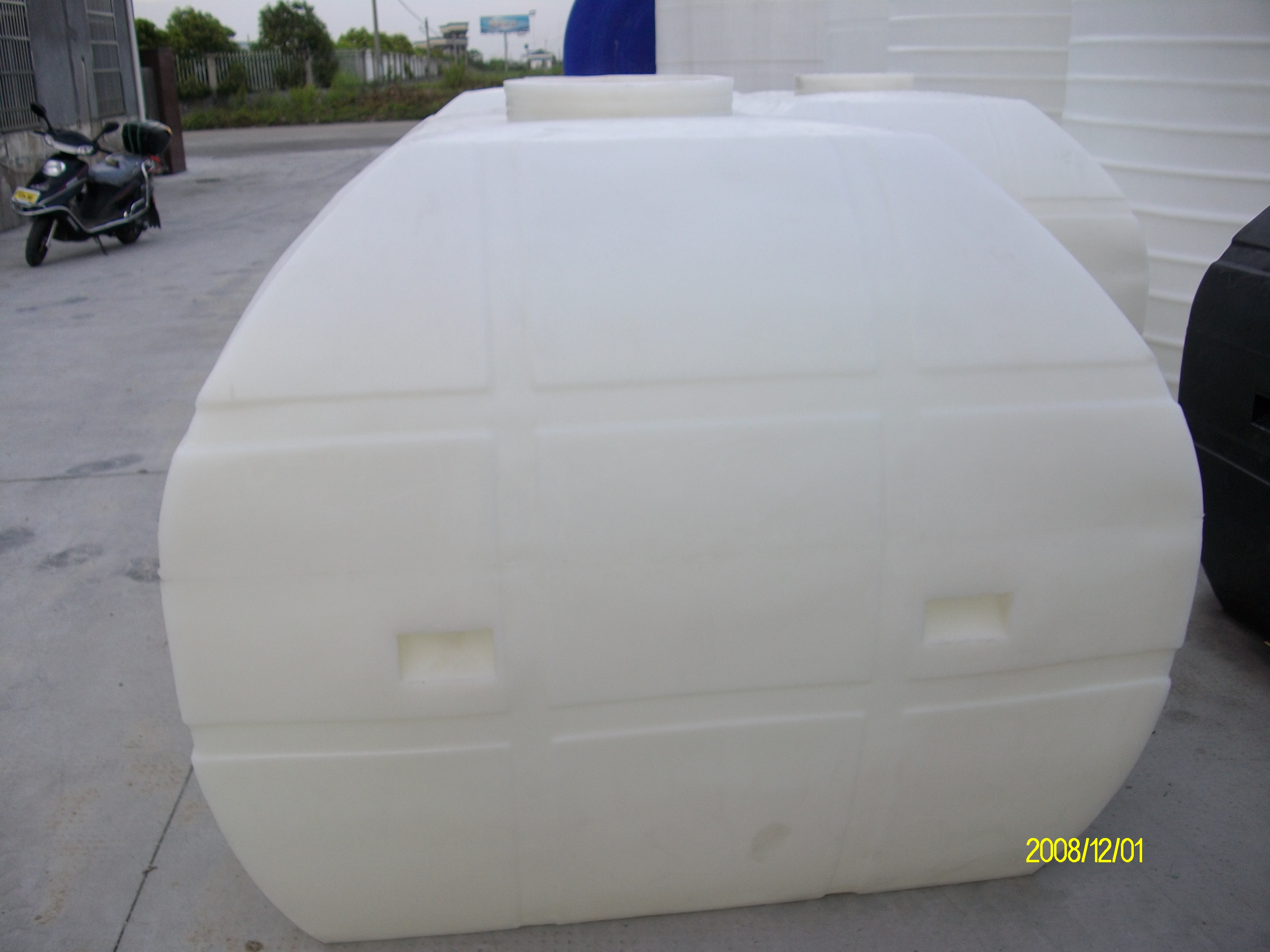余姚2吨卧式水塔 2立方PE塑料卧式水箱 耐酸碱加厚车载运输