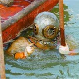 取水口防护栅检修