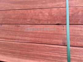 菠萝格防腐木地板和塑木地板区别