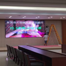 商场玻璃幕墙P2.5led显示屏全天视频播放不影响寿命