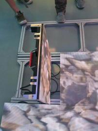 龙峰光电p3.91互动LED地砖屏采用压铸铝箱体互动LED地砖屏