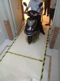 防止电瓶车进电梯报警系统