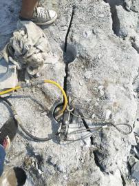 大块巨石分解分裂器一天能出多少量