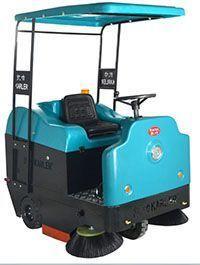 KL1400P工业用驾驶式扫地机电动物业保洁双刷清扫车洒水喷雾吸尘