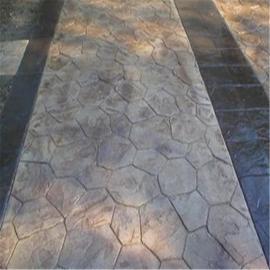 彩色压模地坪的凹凸立体纹理具有良好的防滑性