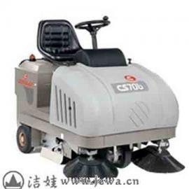 2018特价COMAC品牌进口小型扫地车,燃油型户外专用机型