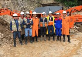 鑫通掘进凿岩台车和扒渣机配套用于秘鲁热带雨林