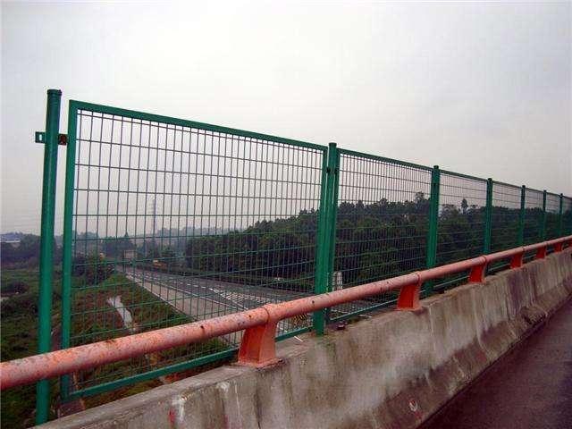桥梁防落防抛网厂价直销用在高速公路铁路立交桥上