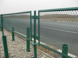 防眩网 高速公路隔离网 国标钢板网护栏 菱形孔防眩网