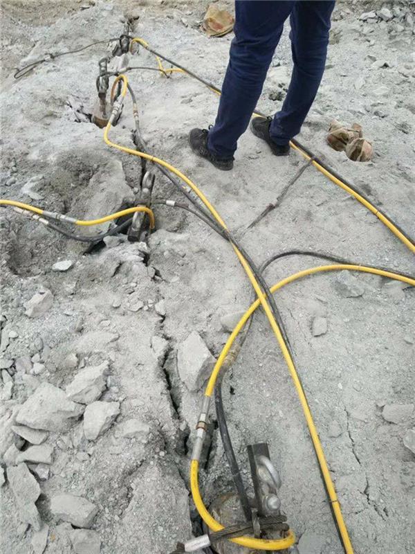 矿山硬石头液压劈裂机
