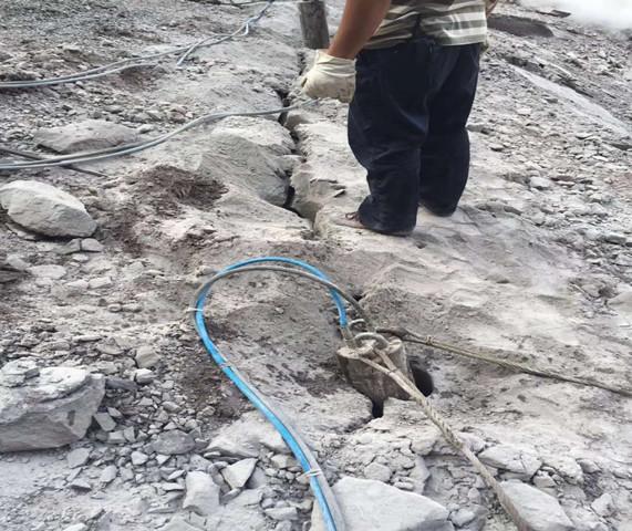 静态开采花岗岩劈裂机