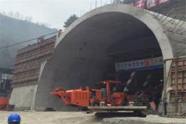 遵贵扩容高速公路用轮胎式单臂隧道凿岩台车