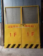 施工电梯安全门多少钱 楼层电梯洞口防护门现货 施工电梯门厂家