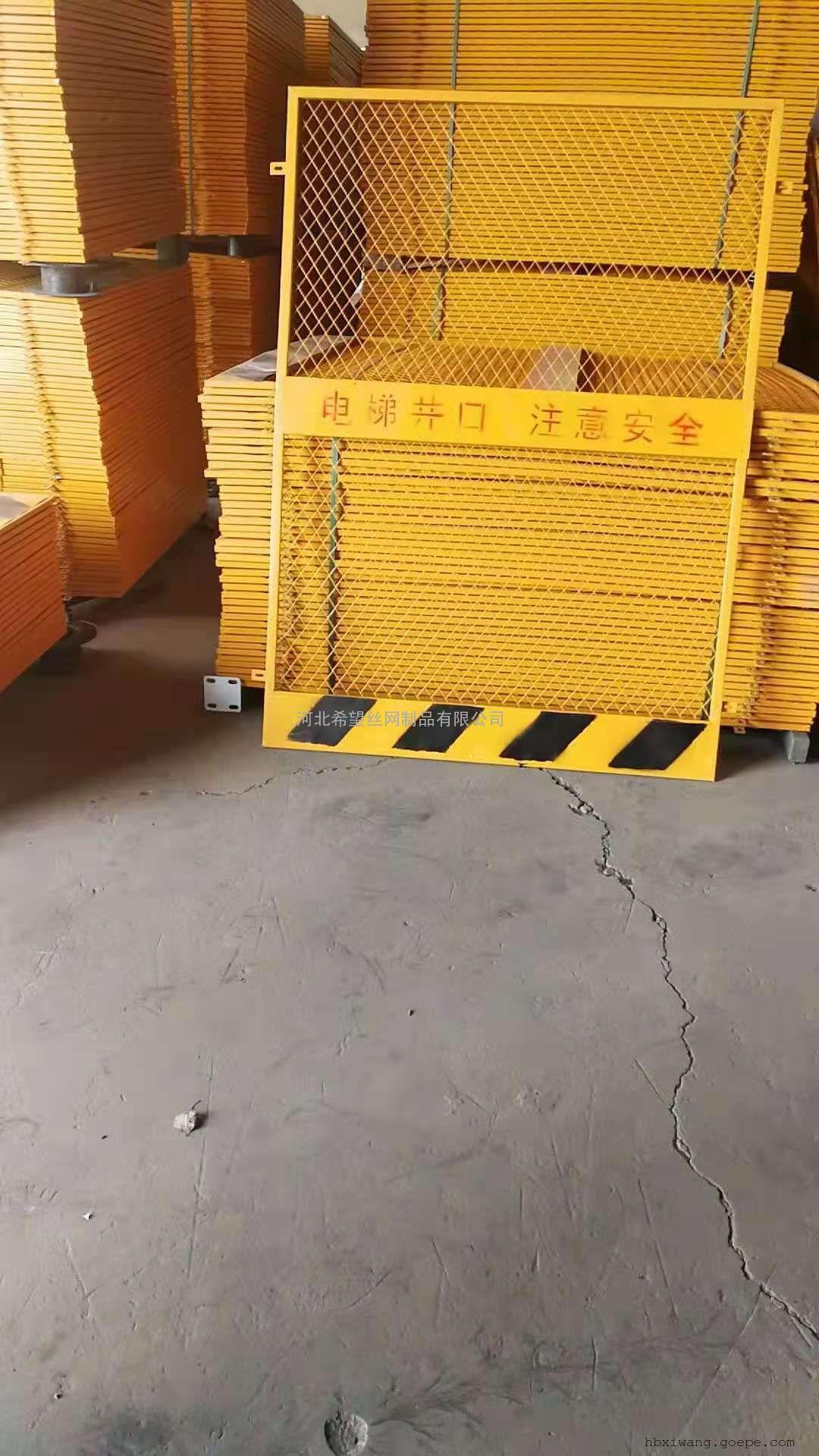 电梯门安全防护网 施工楼层人货梯门 工地施工洞口井口门现货
