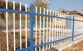 学校喷塑铁栅栏 景区围墙护栏 小区锌钢栅栏厂家