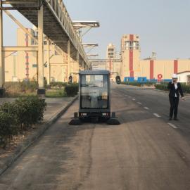 大型全封闭驾驶式扫地车工厂物业道路清扫机电厂外围石子清洁车