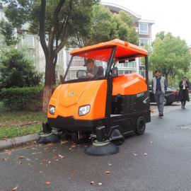 洁乐美大型驾驶式扫路车公路吸尘车农村街道垃圾清扫车