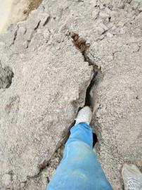 采石场钩机效率太慢用大型岩石劈裂机