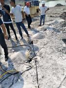 露天花岗岩青石矿山开挖设备劈裂棒企业新闻
