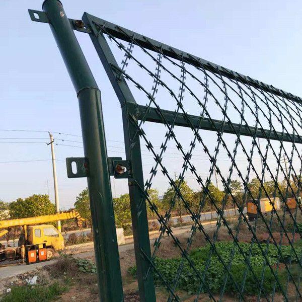 刀片焊接防护网 刀片刺丝框网 刺丝滚笼金属防护栅栏