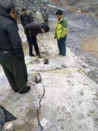 矿山劈裂棒破石头