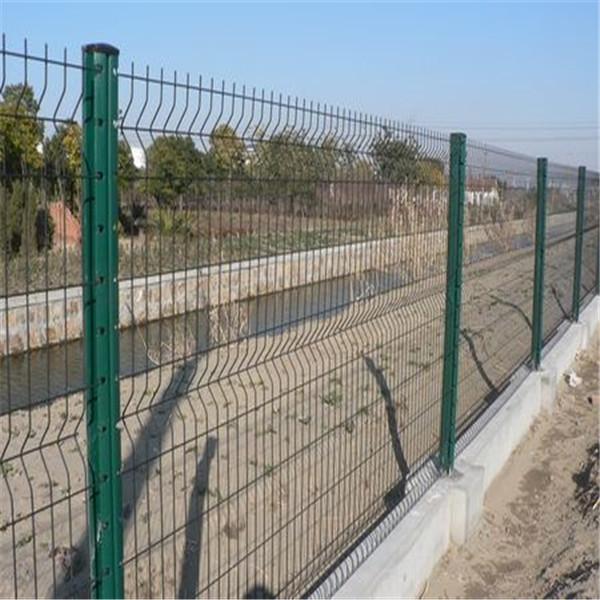 三角折弯防护围栏-桃形立柱护栏网-绿化带绿色隔离栅