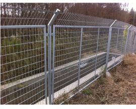 公路热镀锌电焊网隔离栅 工厂养殖场围墙防护网