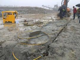 撑石机挖地基劈裂机