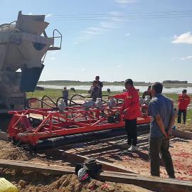 两辊轴路面震动摊铺机 三滚筒混凝土振动整平机 震排滚轴一体机
