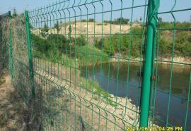 鱼塘边电焊网隔离栅 热镀锌河道边隔离网