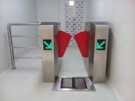 ESD翼闸加装不锈钢护栏门禁考勤一体机
