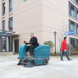 1.4米驾驶式扫地机工厂车间电动清扫车物业小区环卫道路地下车库