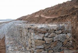 河道护坡用镀锌石笼网和锌铝石笼网,铭邦石笼网厂发货快