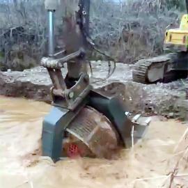 住友220挖掘机洗石机滚筒洗石斗