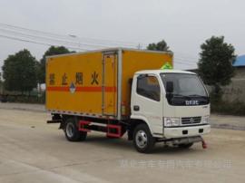 东风多利卡4米1杂项危险品厢式运输车